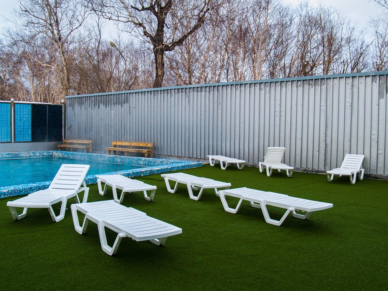 D:\CHERIX DIGITAL MARKETING\Shutterstock (NEW)\2020\artificial grass\pool