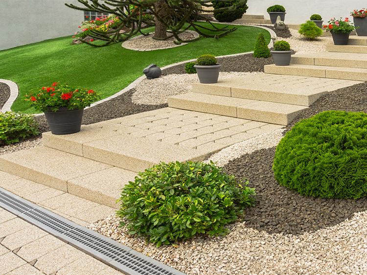 5 Ways to Design Fantastic Front Yards Using Artificial Turf in Atlanta